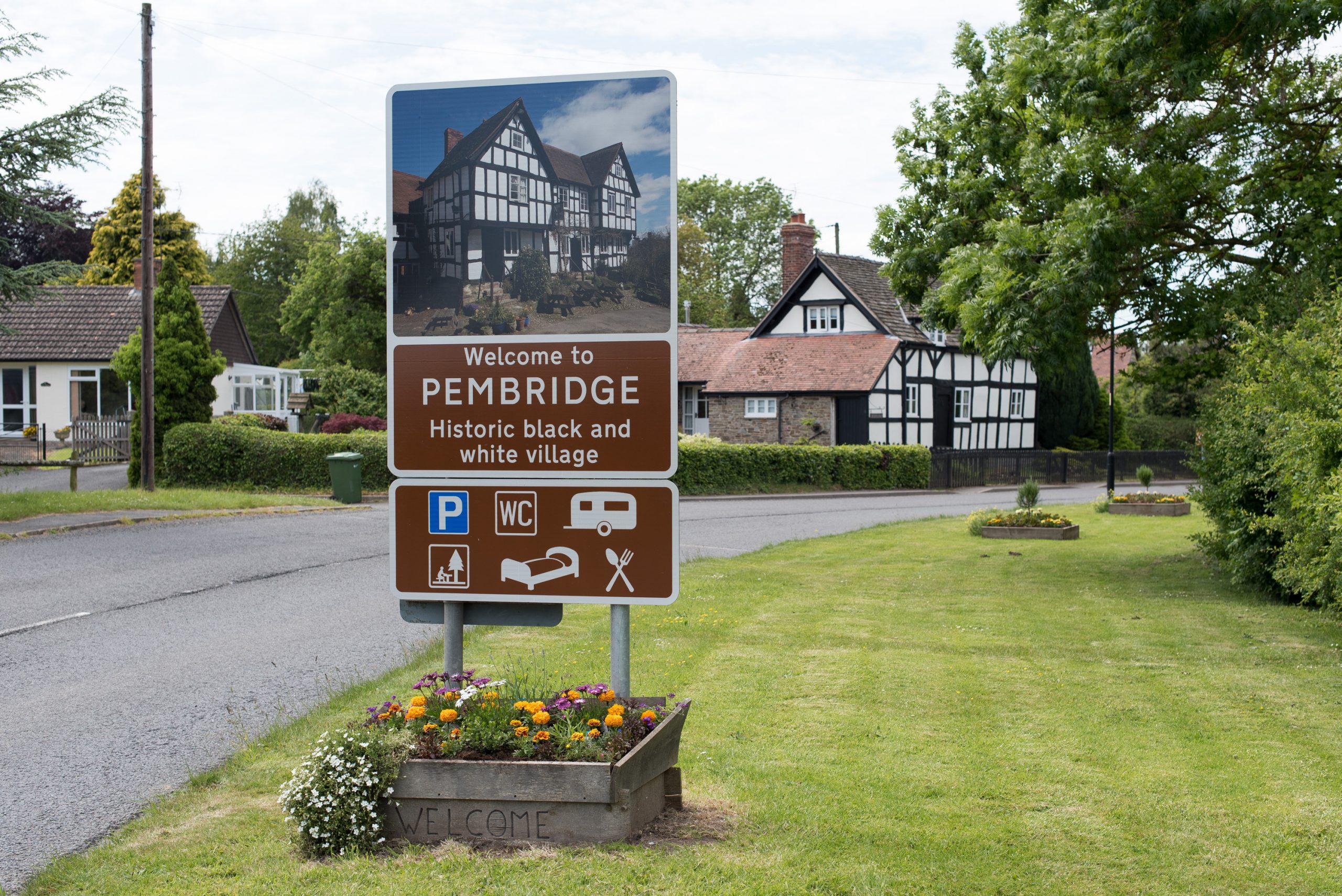 Pembridge village sign